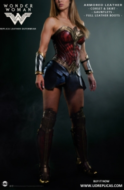 Wonder Woman - Official Leather Replica Image 1